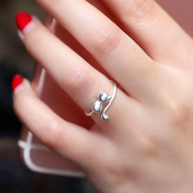 Woman wearing silver open kitty ring
